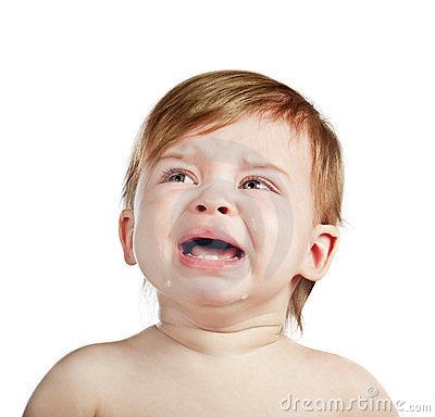 bebe llorando con picor de dermatitis